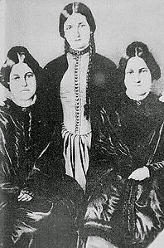 Hydesville New York Haunting Fox Sisters And Spiritualism