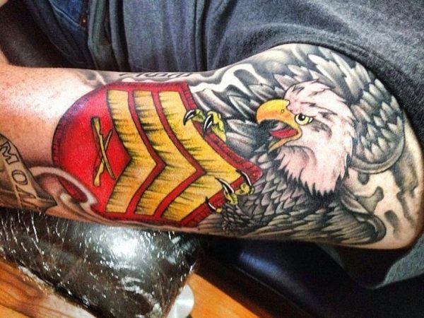 o_sargento_guia_careca_tatuagem