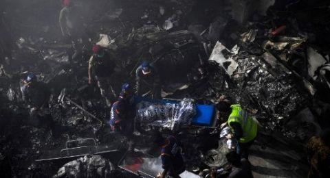 Pesawat Pakistan International Airlines Jatuh di Kawasan Padat Penduduk