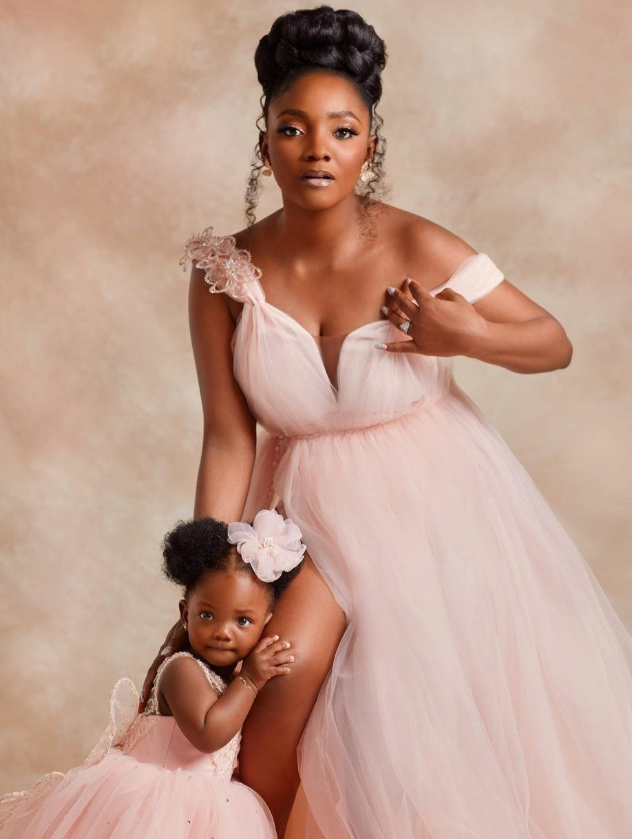 ''Don't let me block you' - Singer Simi tells Nigerians insinuating she is pregnant again