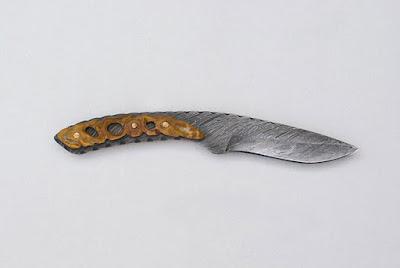 Couteau de chasse, lamas acier C100 damas créée à partir d'un câble, manche en Érable Negundo stabilisé