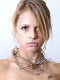 – STRUNY BASOVÉ magnetické šperky - sestava /cena jednotlivych komponentů je od 200,- Kč naušnice od 300,- Kč a nahrdelnik od 500,-Kč , modeLOVE www.toppeople.cz foto Jakub Šulc, foceno www.2patro.com