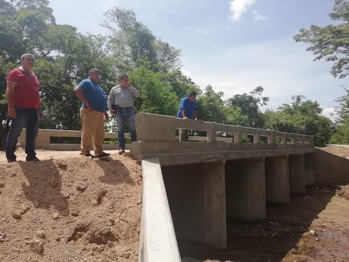 EL AMIGO DEL PUEBLO DE JIQUIPILAS RECORRE OBRAS EN COMUNIDADES