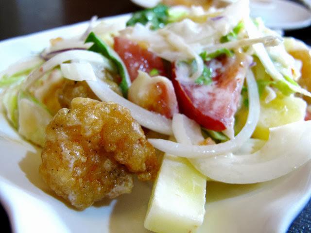 鳳梨蝦球沙拉近照-二分之一泰式小館,台中泰式料理餐廳