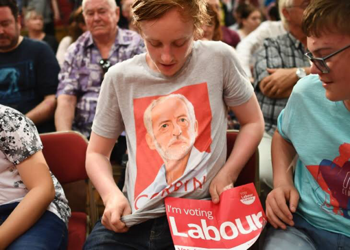 Jeremy Corbyn walaupun usianya muda, tapi disokong oleh muda-mudi di UK kerana idea serta dasar ekonomi yang ditawarkan cool, seksi dan bukan politik personaliti.