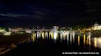 Dresden und Elbe bei Nacht.