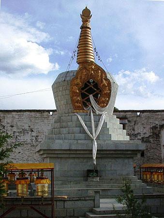 Geshe Sengye stupa in Tibet