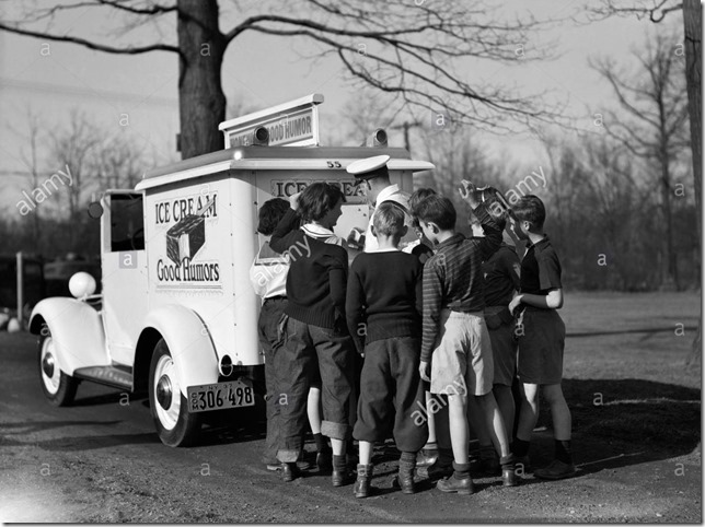 1940s-group-of-boys-crowding-around-ice-cream-man-at-back-of-good-E633T9