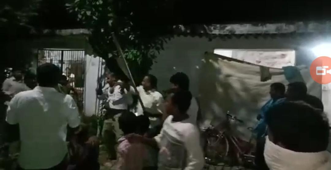 समस्तीपुर :महिला की पिटाई को लेकर आक्रोशित ग्रामीणों ने थाना पर किया बवाल...