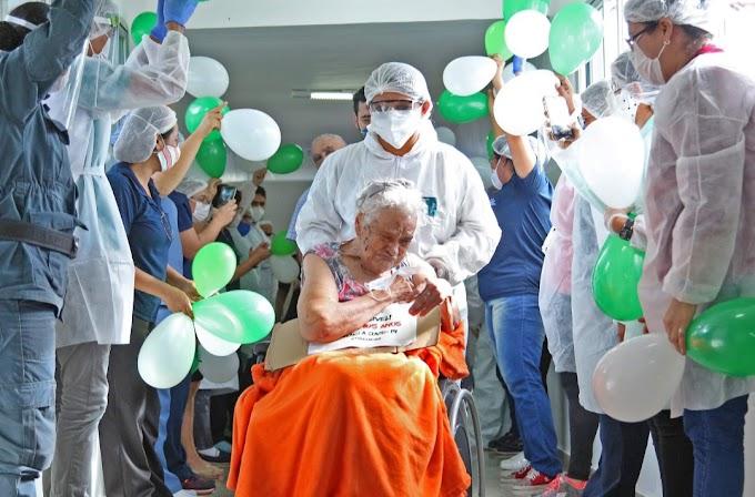 Idosa de 105 anos, que passou seu aniversário internada por causa da Covid-19, recebe alta; confira!