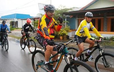 Jalin Kebersamaan, Wakapolda Kalteng Gowes di Kuala Kapuas