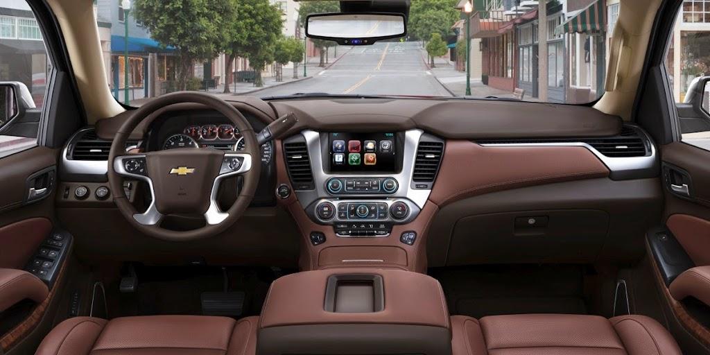 2015-Chevrolet-Tahoe-CenterConsole-005