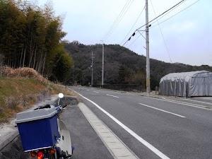 松尾山を登る県道123号