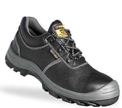 Sử dụng giày bảo hộ abc tại công ty Long Châu