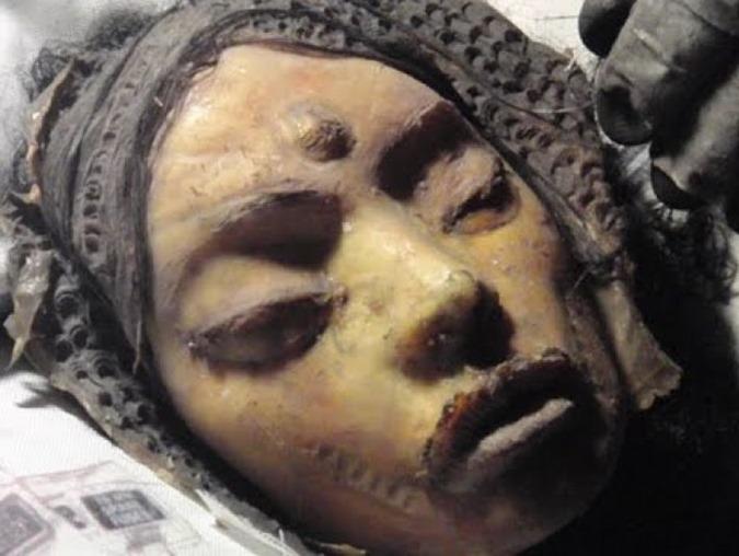Mona Lisa, a garota alienígena encontrada na lua por Apollo 20 01