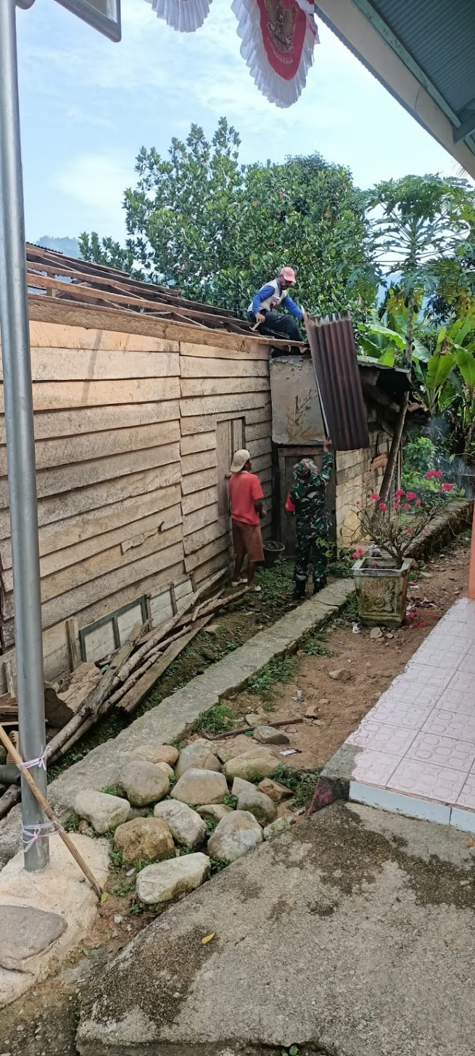Babinsa Koramil 03/IV Jurai Lakukan Goro dalam Pembongkaran Rumah Tidak Layak Huni