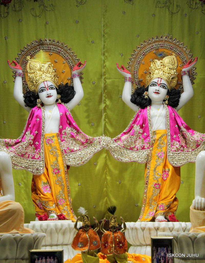 ISKCON Juhu Mangal Deity Darshan on 3rd Oct 2016 (33)