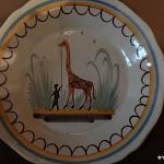 Musée intercommunal d'Etampes : assiette au motif de la girafe Zarafa