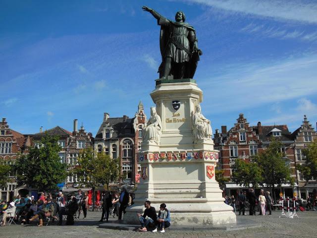 Estatua de Jacobo Van Artevelde en Vrijdagmarkt