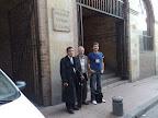 Julian Zapata, Mansur Escudero y Muhammad Escudero en la puerta de la Universidad Autónoma de Bogotá