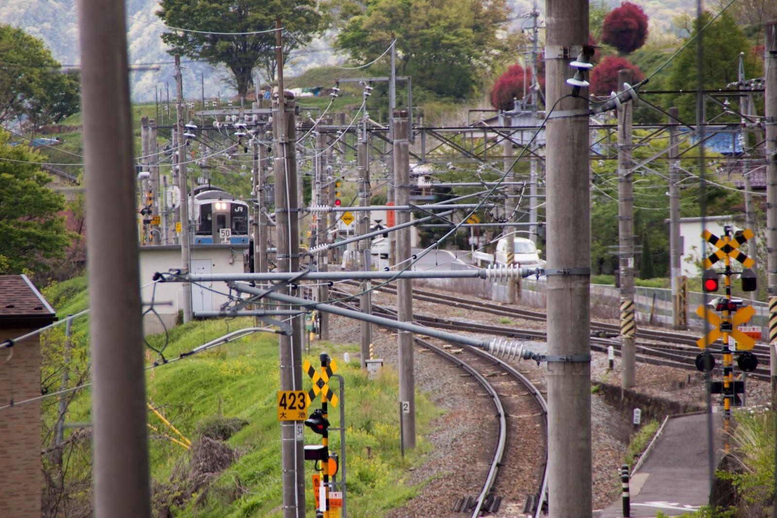 13:15 駅を出た列車が松本方面に戻って