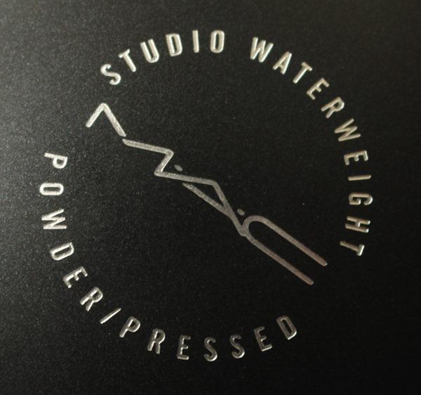 StudioWaterweightPowderExtraLightMAC23