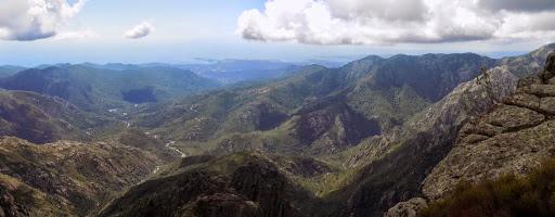 La vallée du Cavu et la crête de Pinetu Pianu sous Punta Buvona
