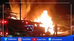 Breakingnews ; 5 Unit Kios Ludes Terbakar, Api Diduga Dari Lilin Menyambar Minyak