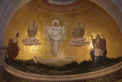 10-03/ La messe dans cette église.