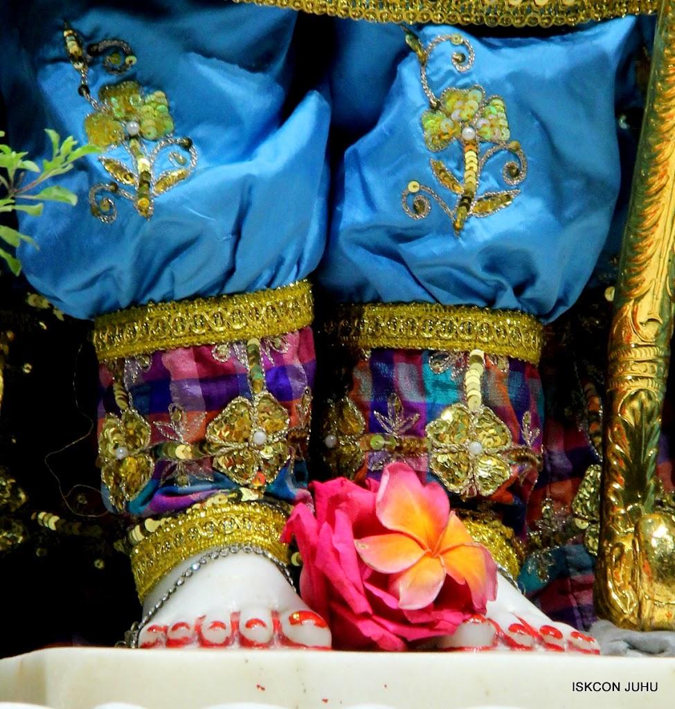 ISKCON Juhu Mangal Deity Darshan 09 Apr 16 (18)