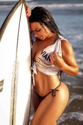 Shayene Cesário faz ensaio na praia