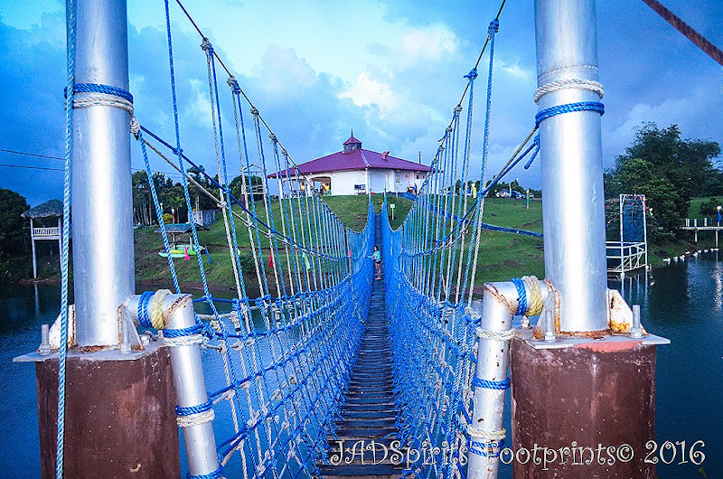 Daniz halfway through the hanging bridge on our return trip