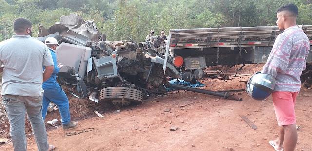 Miguel Calmon: Caminhão capota em estrada vicinal próximo ao povoado de Bananeira
