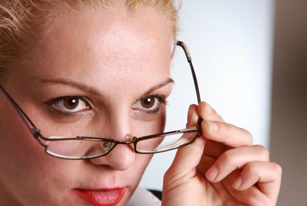 10 hábitos que distinguem as pessoas burras das inteligentes.