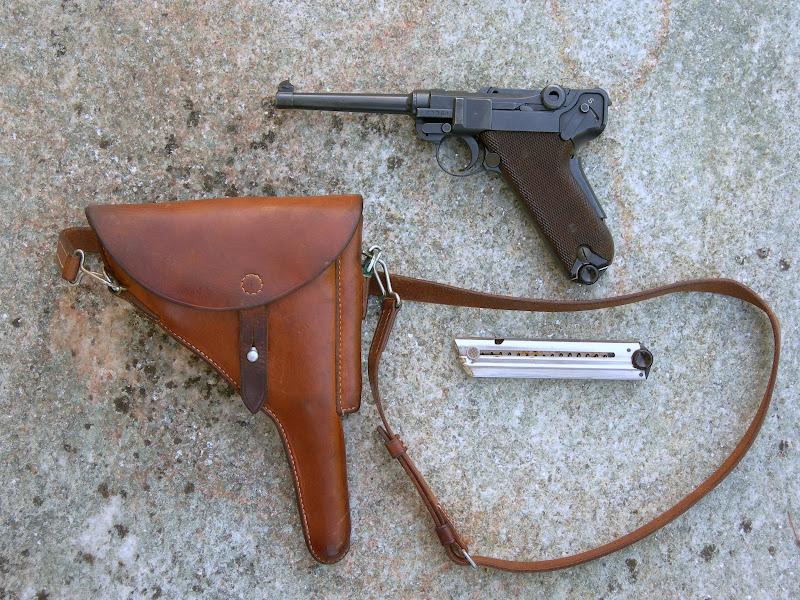 Les Luger suisses, modèles 1906 produits par la Waffen Fabrick à Berne. DSCN1813