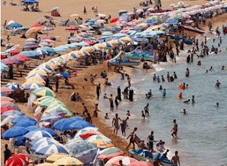 Des centaines de milliers de vacanciers se ruent sur les plages La grande évasion des Algériens