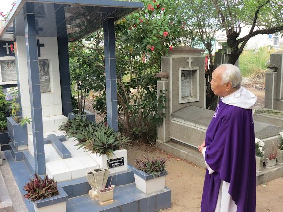 Video: Thánh lễ Cầu hồn tại Nghĩa Trang Đa Minh 02.11.2015