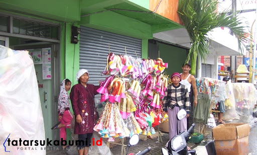 Pedagang Terompet di Sukabumi Pesimis Terancam Gulung Tikar