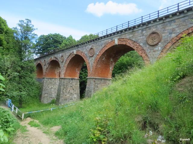 wiadukt kolejowy bez torów