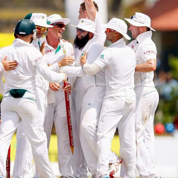 South Africa's Dale Steyn (C), captain Hashim Amla (3rd R), Alviro Petersen (3rd L) and AB de Villiers (R) celebrate after winning their first test cricket match against Sri Lanka in Galle July 20, 2014. South Africa beat Sri Lanka by 153 runs on the fifth and final day of the first test to take a one-nil lead in the two-match series on Sunday.
