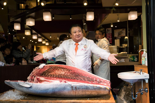 Kiyoshi Kimura, president of the Sushi Zanmai restaurant chain, poses with a 466-pound bluefin tuna in Tokyo on 5 January 2017. Photo: Behrouz Mehri / AFP / Getty Images