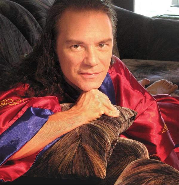 Michael Wisnieux Comfy At Home, Michael Wisnieux