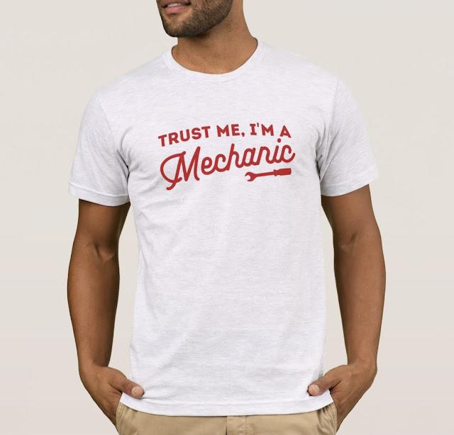 Trust me, I'm a mechanic T-shirt - tool twist - red