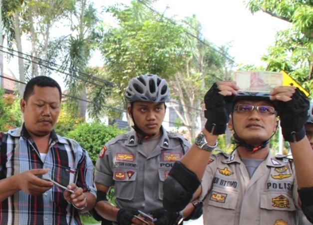 Kepolisian Ngawi Lakukan pengecekan uang di lapak jasa penukarang uang receh