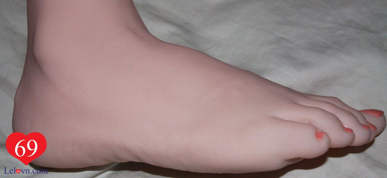 Bàn chân được thiết kế công phu và tỉ mỉ như thật