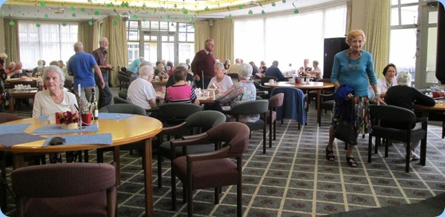 Residents and Club members enjoying lunch to great background music provided by Errol Storey. Photo courtesy of Diane Lyons.