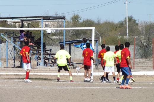 Gol de Pandilla a Yaquis del torneo de primera fuerza de la Liga Municipal de Futbol Soccer
