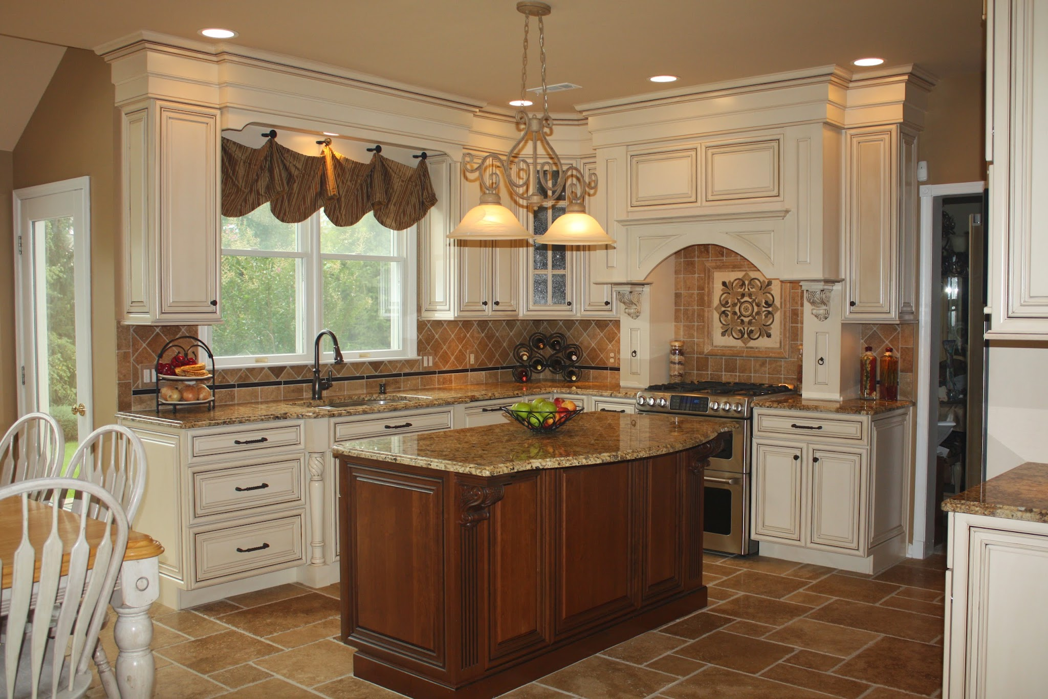 Houzz kitchen dreams house furniture for Photos of remodeled kitchens