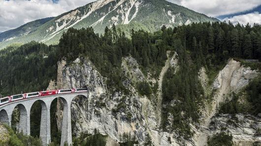 Glacier Express, Landwasserviadukt bei Filisur, Graubünden / Gla