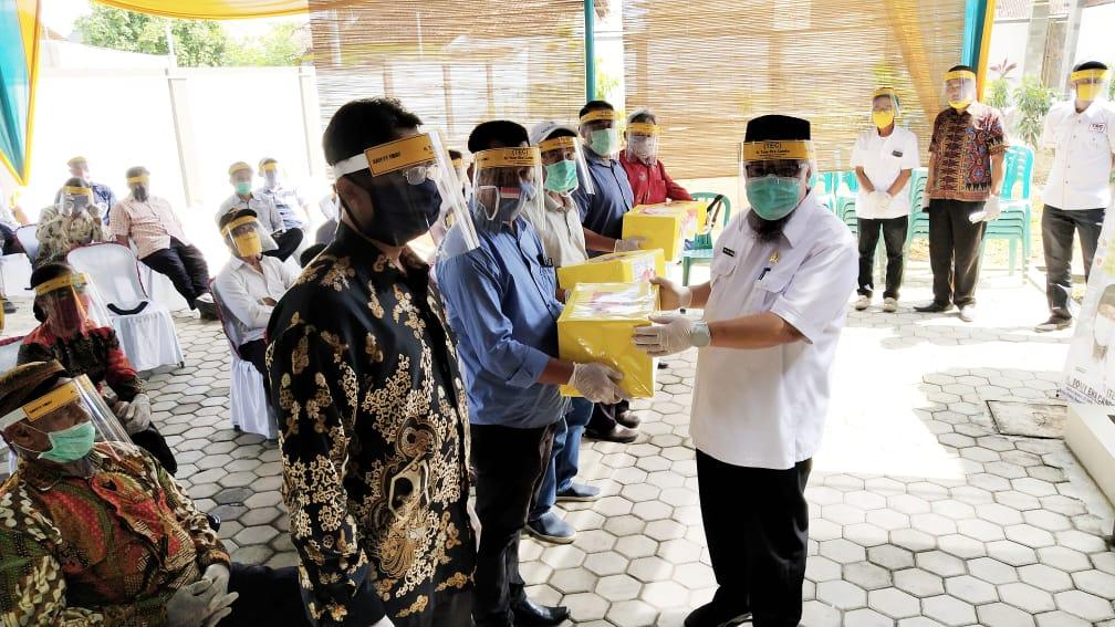 Ketua Fraksi Golkar Lapsel Gelar Reses dan Salurkan Bantuan APD